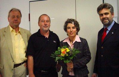 Prof. Karl Born, Prof. Harald Bastian und Rektor Prof. Dr. Armin Willingmann gratulierten der ersten Bachelor-Absolventin Andrea Drüeke (2.v.r.) am 28. Juni zum Abschluss ihres Studiums (v.l.n.r.)